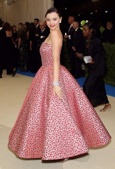 いくつになっても可愛いミランダ・カー・のロマンティックドレス
