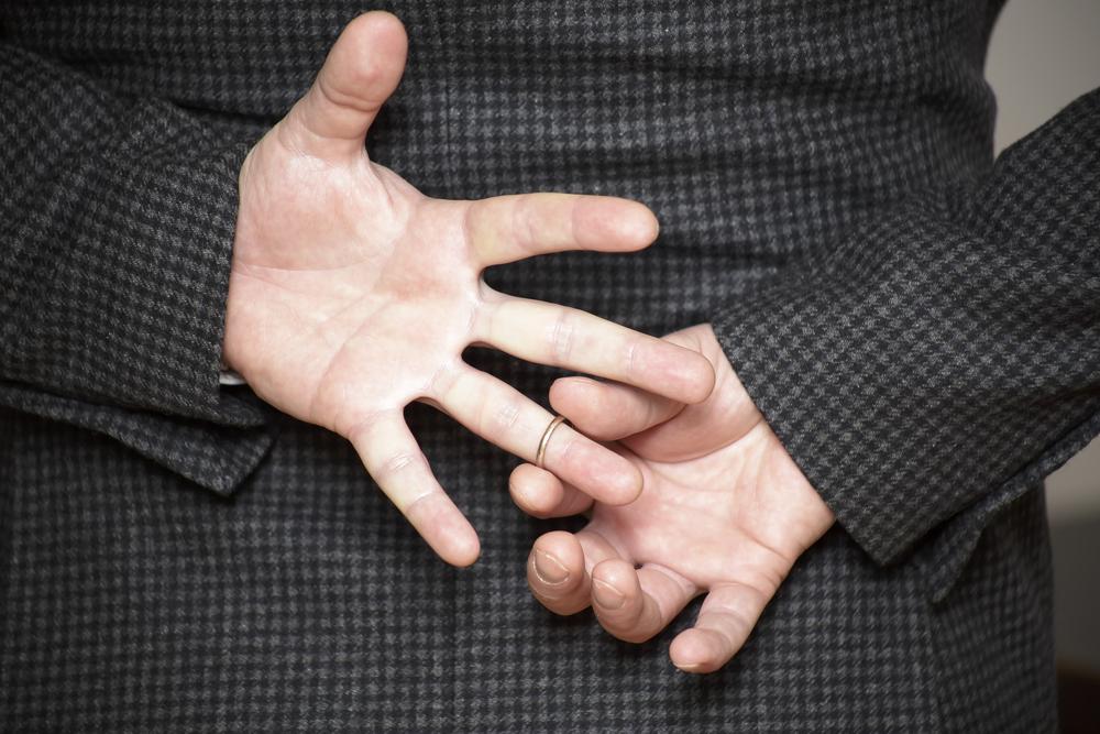 「指輪を外す 男性」の画像検索結果