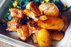 高山都の【みやれしぴ vol.60】簡単に秋の味覚を堪能できる♪「柿と鶏肉の照り焼き」