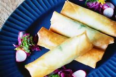 高山都の【みやれしぴ vol.61】少ない油でカリッと美味しく! 大葉が香る「牡蠣とチーズと大葉の春巻き」