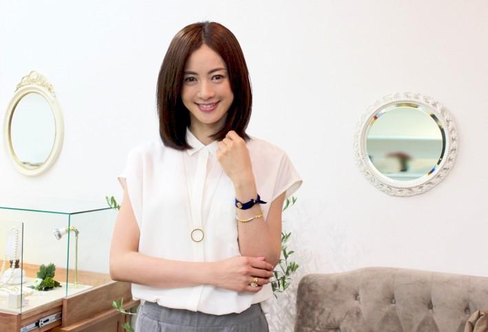 高垣麗子のロングヘア画像