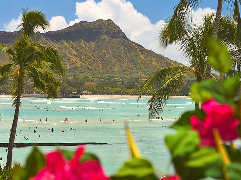 Hawaii, Oahu, Diamond Head on Waikiki beach