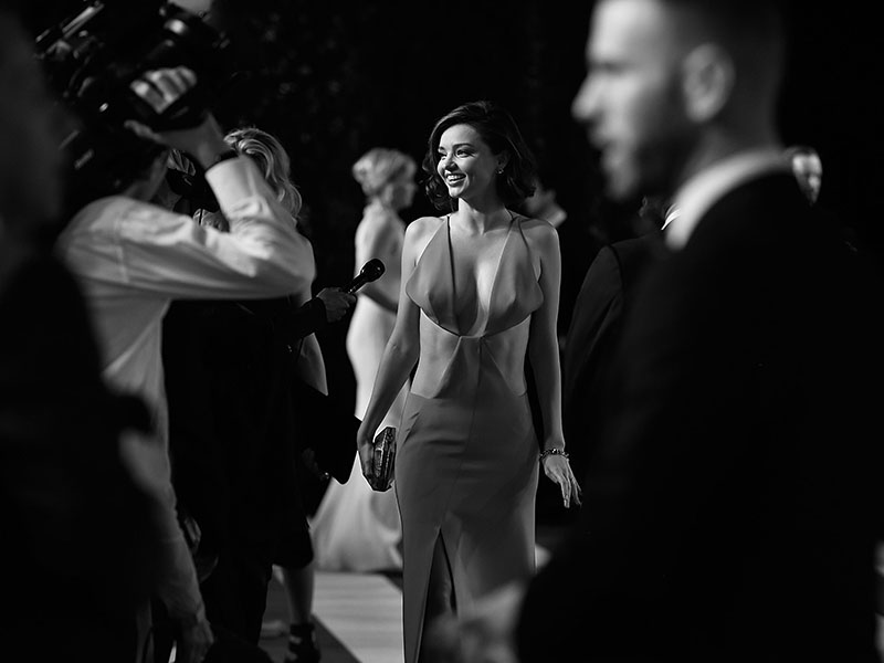 BEVERLY HILLS, CA - FEBRUARY 28:  (EDITORS NOTE : This image has been converted to Black and White).  Model Miranda Ker attends the 2016 Vanity Fair Oscar Party Hosted By Graydon Carter at the Wallis Annenberg Center for the Performing Arts on February 28, 2016 in Beverly Hills, California.  (Photo by Pascal Le Segretain/Getty Images)